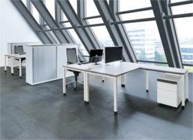 Tischsystem Arcos von Mauser Office in Blockstellung